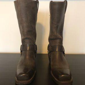 Women's Frye Harness 12R Boots